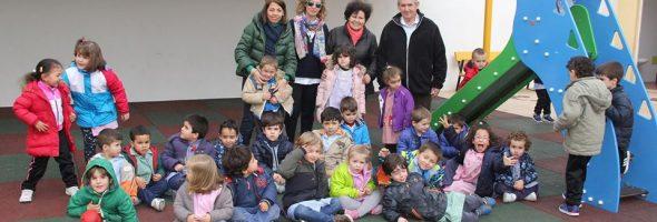Donación de tobogán al CEIP Topete